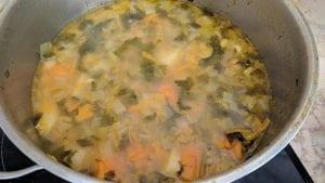 מרק ירקות עשיר עם כורכום טרי