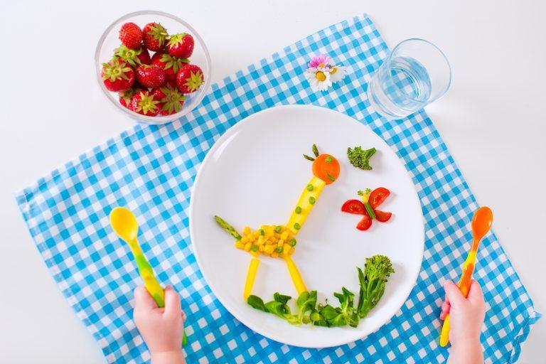 איך ללמד את הילדים לאכול בריא