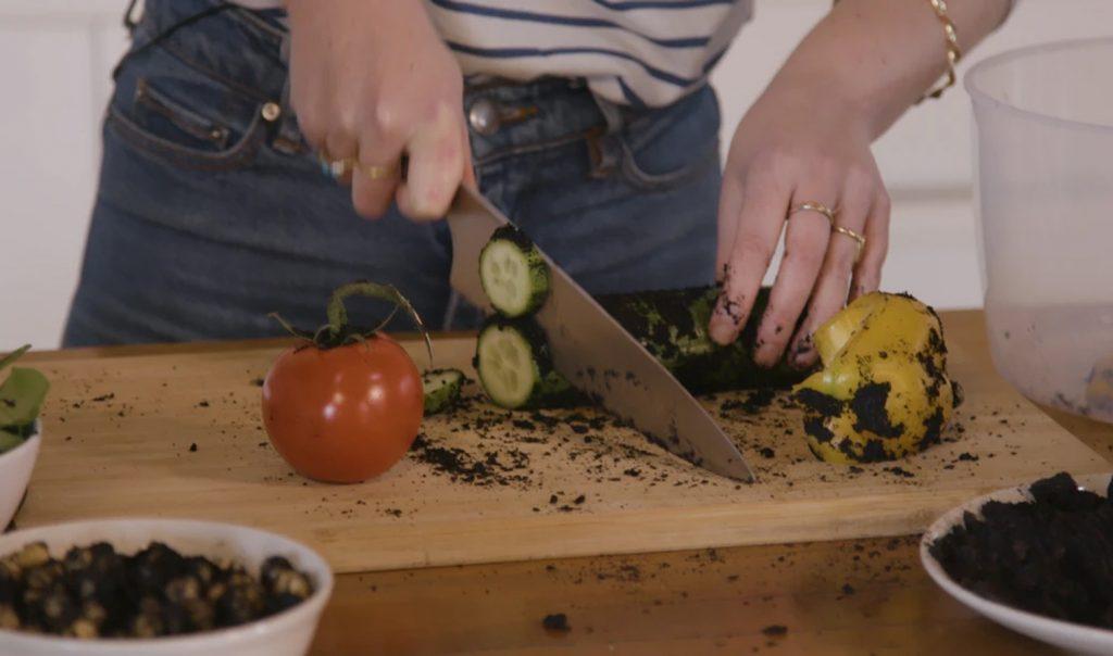 אכילת אדמה סרטון